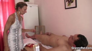 The Dude Got Here For A Rubdown And Had A Fine Screw With An Aged Masseur
